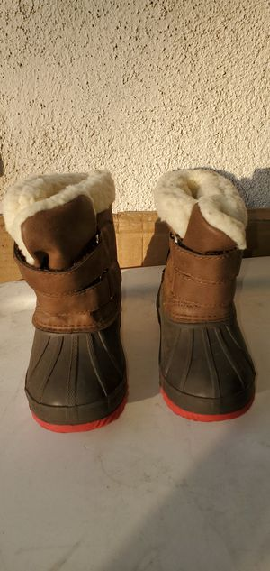 WINTER SNOW /RAIN BOOTS TODDLER ( SIZE 4 ) PRE-OWNED for Sale in Lynwood, CA