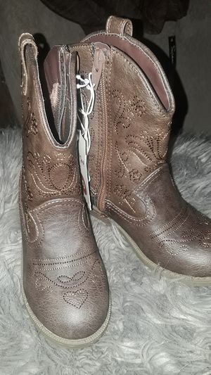brown boots kids size 10 for Sale in Sultana, CA