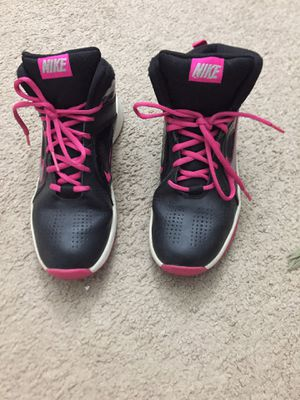 Nike women's shoes size 6 for Sale in Sterling Heights, MI