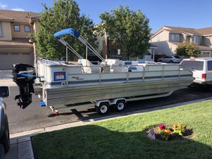 Misty Harbor 1990 , $10,500 ,24 foot pontoon boat, 135 HP motor, stereo for Sale in Byron, CA