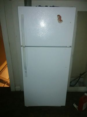 Tools table saw and great working fridge and shop vac for Sale in Columbus, OH