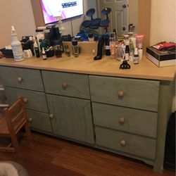 Dresser for Sale in Hialeah,  FL