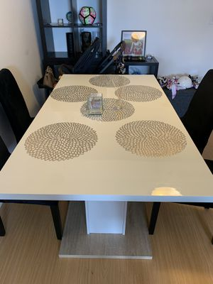 Kitchen table for 6 or 8 people - extender for Sale in Miami, FL