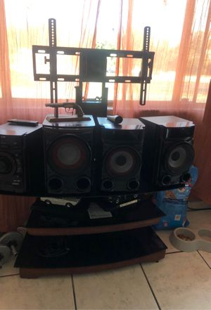 Stereo Bluetooth and stand for tv holds 50 to 60 inches for Sale in Vallejo, CA