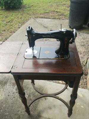 Old fashion singer sewing machine for Sale in Port Richey, FL