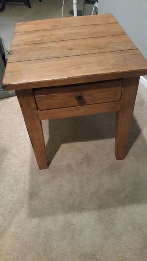 Mexican Wormwood end table for Sale in Laveen Village, AZ
