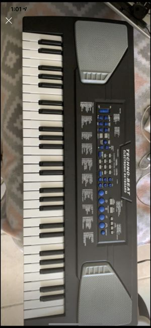 Keyboard with microphone for Sale in Riverside, CA