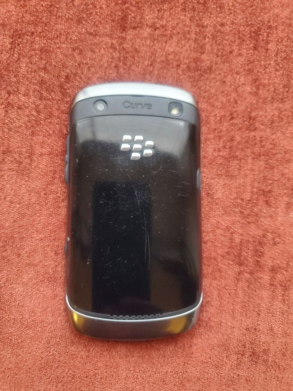 BLACKBERRY CURVE 9360 WITH CASE, AT& T