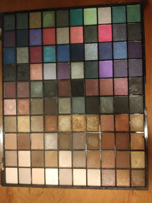 Revolution Makeup Eyeshadow Pallette