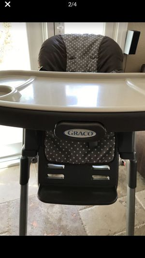 Graco DuoDiner LX Infant-to-Toddler High Chair & Booster Seat!!! the tray comes apart and foot rests can be adjusted. Has a seatbelt and cushions eve for Sale in Temecula, CA