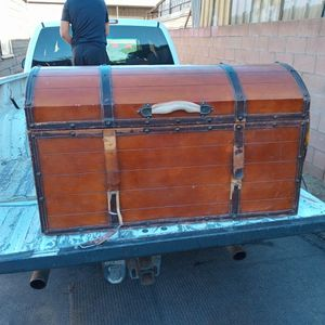 $30 Antic Wooden Chest for Sale in Bloomington, CA