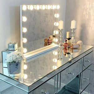 Large Hollywood vanity mirror for Sale in Chicago, IL