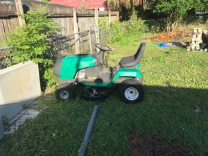 "5 speed lawn tractor weed eater engine Briggs &stratton 12.5 horse power 38"" for Sale in Lakeland, FL"