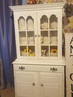 Beautiful Farmhouse Style Hutch for Sale in Ontario,  CA