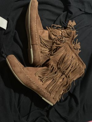 Mossimo kaylee fringed moccasin suede boots brown for Sale in Chicago, IL