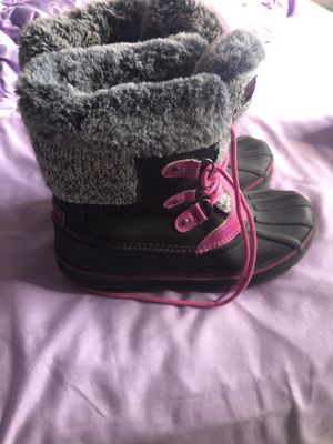 girl winter boots size 4 for Sale in Kissimmee, FL