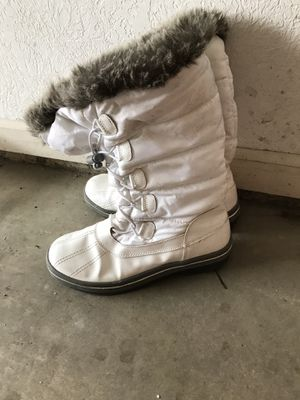 Size 9 women's waterproof fur topped snow boots for Sale in Lansing, MI
