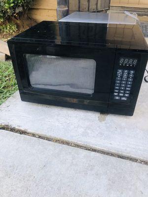 0.9 cubic feet microwave for Sale in La Habra, CA