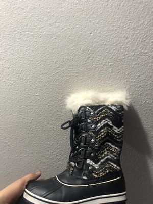 Snow boots size 6.5 for Sale in Huntington Beach, CA