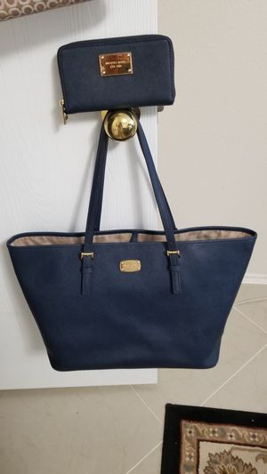 Michael kors extra large tote bag with matching wallet navy blue for Sale in Houston, TX