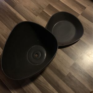 Planter, Large Flower Pot , With Tray, for Sale in Los Angeles, CA