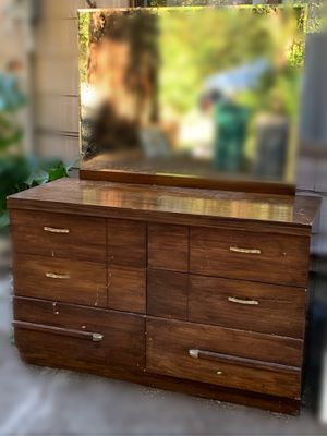 Six drawer dresser for Sale in Renton, WA