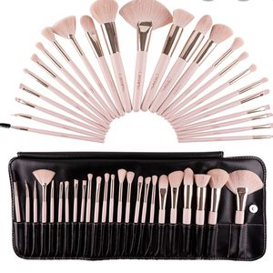 Beauty Creations 💕PRETTY IN PINK 24 PC BRUSH SET for Sale in San Bernardino, CA