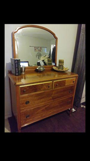 Vintage Dresser & Mirror for Sale in Jurupa Valley, CA