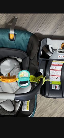 Infant Car Seat With Car Base for Sale in Tacoma,  WA