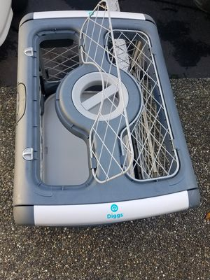 Diggs Revol Double-Door Collapsible Dog Crate with Tray for Sale in Lynnwood, WA
