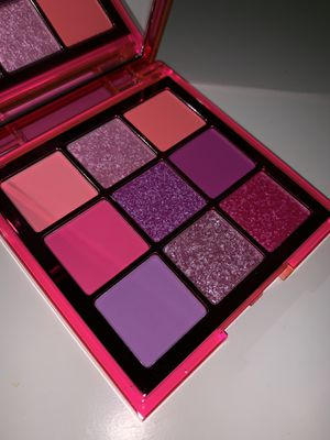 HUDA BEAUTY NEON OBSESSIONS PALETTE (NEON PINK) for Sale in Garden Grove, CA
