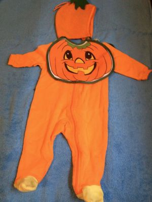 Halloween costume pumpkin size 6/12 months 3pc set for Sale in Los Angeles, CA