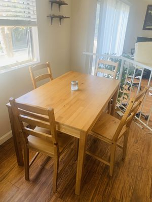 Lovely Kitchen Table and 4 Chairs for Sale in Los Angeles, CA