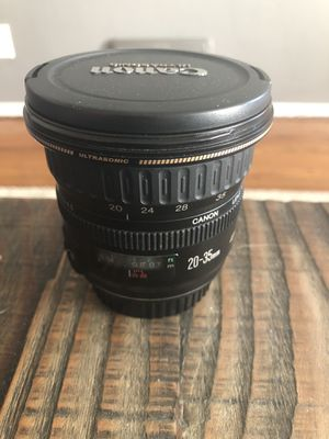 Canon EF 20-35 mm f 3.5-4.5 zoom lens for Sale in Seattle, WA