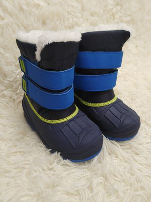 New toddler snow boots size 8 for Sale in Puyallup, WA
