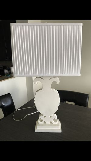 White ceramic pineapple lamp for Sale in Orlando, FL