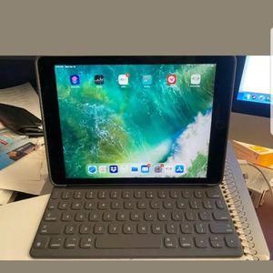 iPad Pro 9.7inch W/keyboard for Sale in Philadelphia, PA