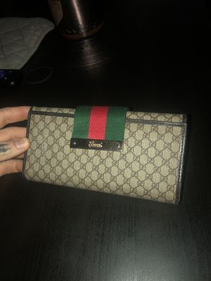 Authentic Gucci WOMENS Wallet for Sale in Vancouver, WA