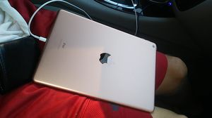Apple 7th gen gold. Ipad 32 g w/ 1 YEAR APPLE CARE AND WARRANTY FOR DAMAGE for Sale in Romulus, MI
