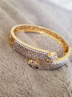 Bracelet with side lock for Sale in Peoria, IL