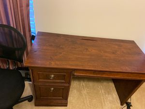 Office desk & chair for Sale in Charlotte, NC