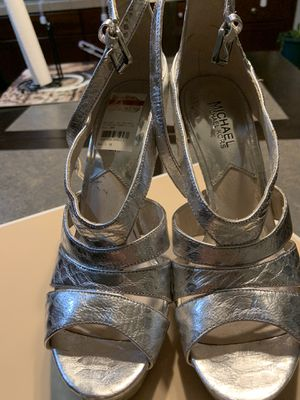 MICHAEL Michael Kors Leighton PLATFORM Ankle Strap METALIC EMBOSSED LEATHER size 8.5 for Sale in Rio Linda, CA