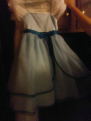 Size 6 flower girl dress never worn for Sale in Marion, OH