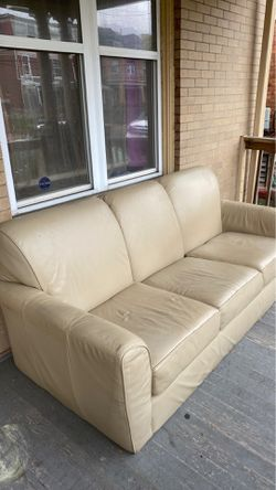 3 cushion couch for Sale in Pittsburgh,  PA