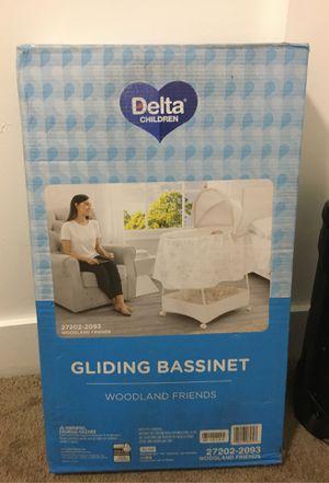 BrAnd new baby bassinet for Sale in Lansing, MI
