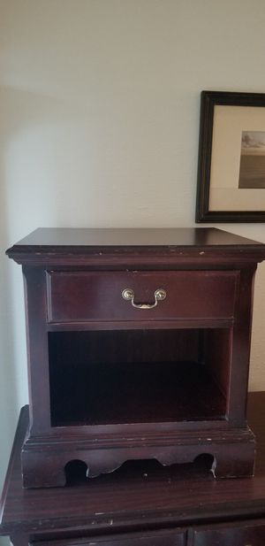 Night stand and dresser for Sale in UPPER ARLNGTN, OH
