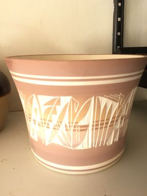 Navajo flower pot with signature for Sale in Tremont, IL