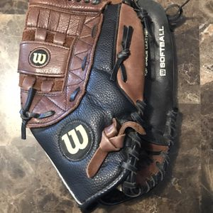 "Wilson Elite A2477 Softball Glove 13"" Right Hand Thrower Leather Baseball Mitt for Sale in Sleepy Hollow, IL"