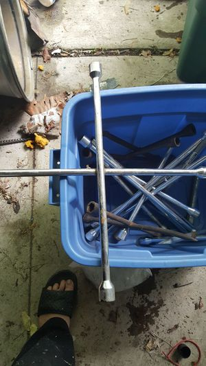 Lug Wrenches for Sale in Dearborn, MI