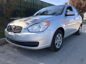 2010 HYUNDAI ACCENT (nice) for Sale in Chicago, IL